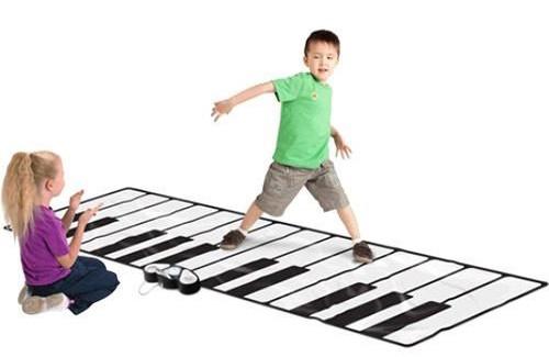 piano-gigante-suelo-tapete